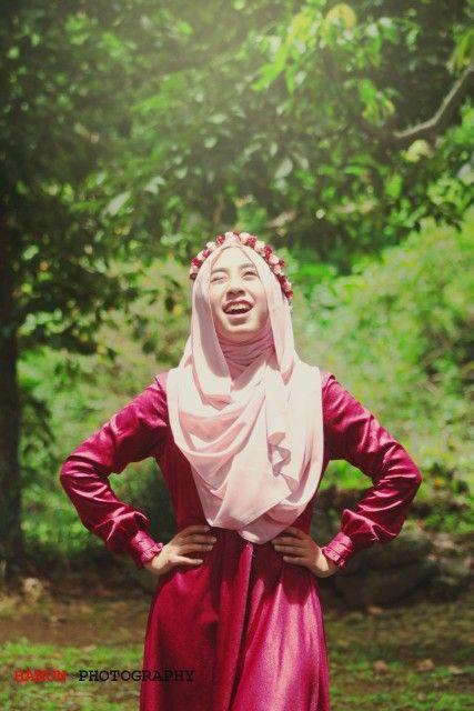 Senior photography, hijab photography  Model : Farah Athiyyah Photographer : Umaimah Lathifah Hanun