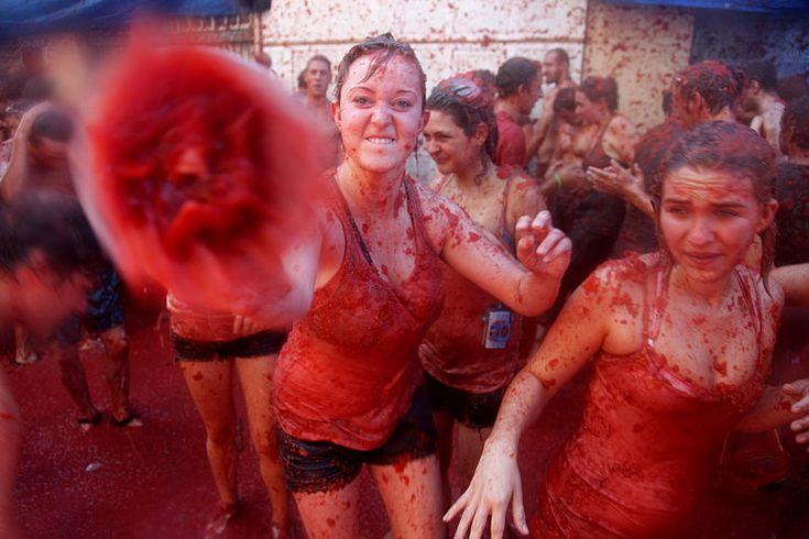 La Tomatina – Tomato Fight (Bunol, Valencia, Spain) If you're Bunol, Spain in the Last week of August don't forget to wear a rain coat & goggles because it's La Tomatina time in Bunol. You might have witnessed or experienced water gun fighting/snowball fighting since your childhood but this festival you will witness the town be all red & slippery with pulpy tomatoes. Some may enjoy the festival & some might find it to be weird but the festival is held every year on the last Weds of August.