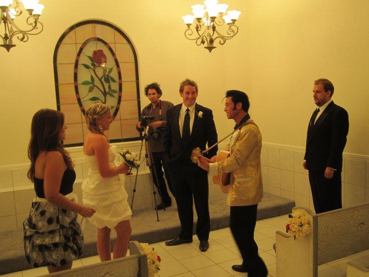 Elvis wedding at wedding chapel of las vegas downtown for Elvis wedding chapel las vegas