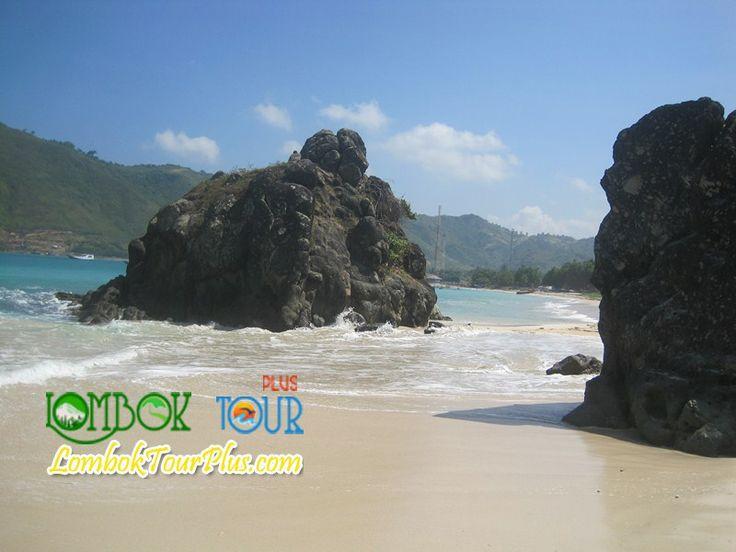 Takjubnya pantai Kuta Lombok :) http://lomboktourplus.com/tour-satu-hari/wisata-kota-mataram-lombok/