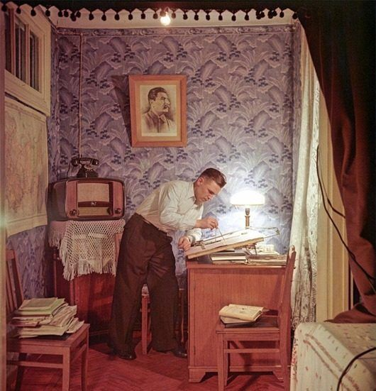 Слесарь завода «Экономайзер», лаурет Сталинской премии Иван Петрович Карташов, фото Семёна Фридлянда, «Огонёк», 1953: Идея хорошей жизни, 1953