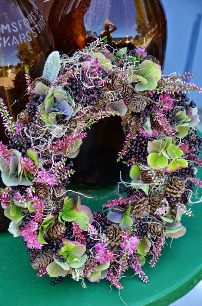 hydrangeas, elderberry, Calluna heather, Spanish moss, larch, lamb's ears and orpine wreath