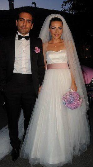 Burcu Kara & Buğra Gülsoy Wedding 2011