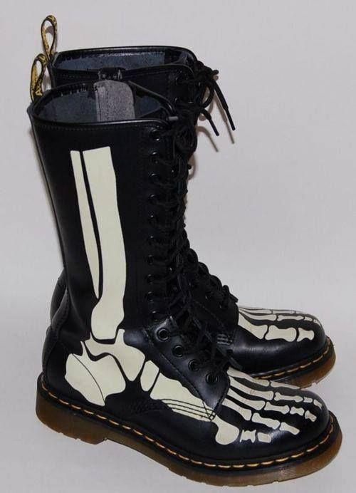 skull shoes I realllyyy want them!!!