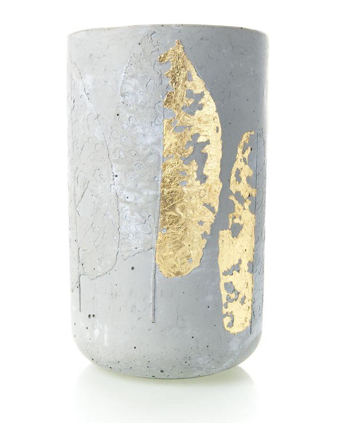 Beton-Vase mit Blätterabdruck und Blattgold