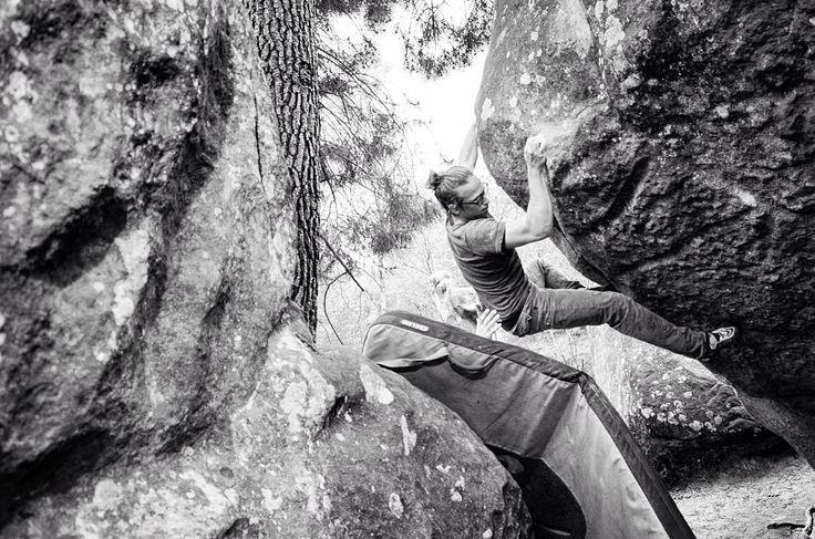 """@noah.gr im """"Suizide Modus""""  Le Koala - Apremont . #bouldering #fontainebleau #fsthltn"""