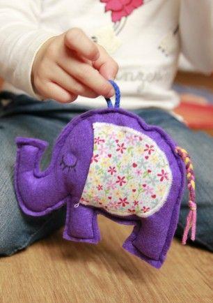 Fialový levandulový sloník s oušky na dárečky