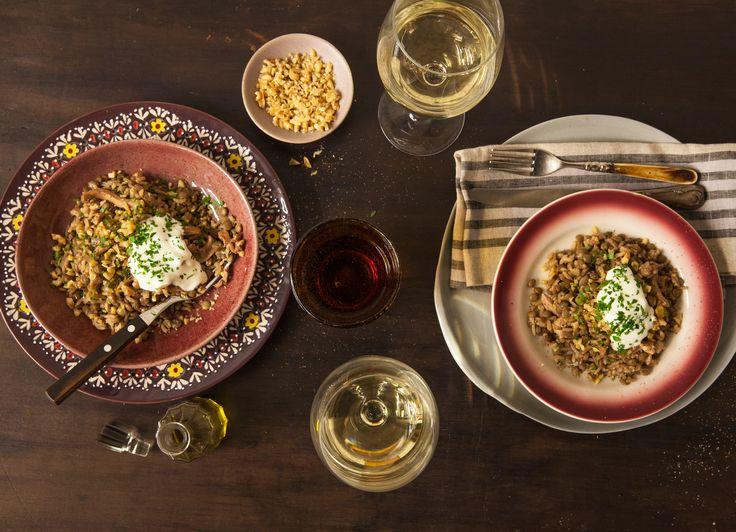 Arroz sírio com frango | #ReceitaPanelinha: Nesta versão com frango, o tradicional e perfumado arroz com lentilhas libanês se transforma numa refeição completa. E o melhor, feito numa panela só!