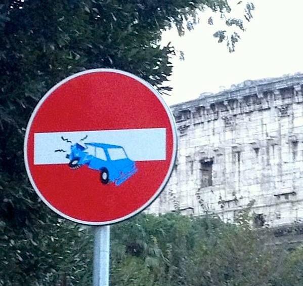 CLET Rules against the machine  Tanti cartelli, tanti incidenti, cosa non funziona? — em Roma, Italia.