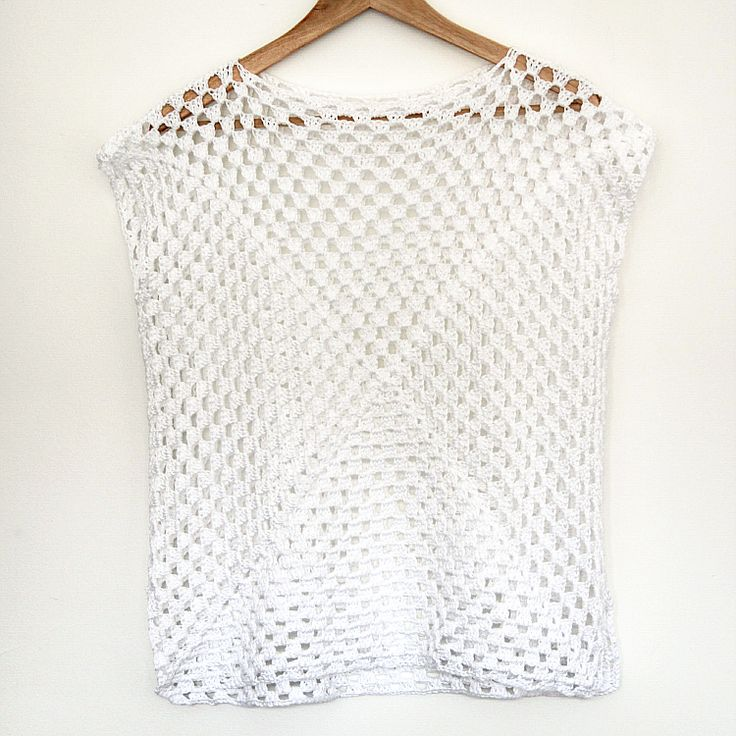 Make your own spring crochet top by simply sewing 2 giant granny square together // Click through for tutorial //