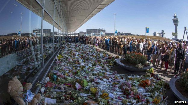 Many observing the day of mourning went to Schiphol Airport, where flight MH17 took off from, to lay flowers