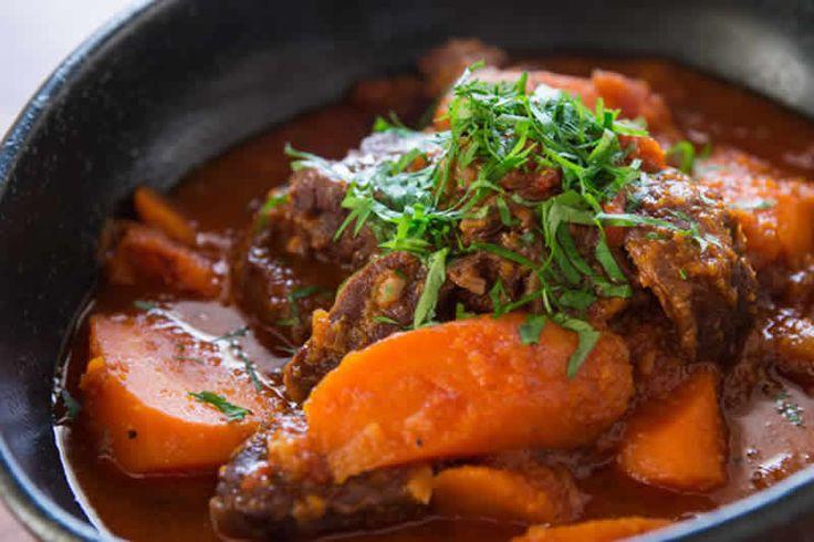 Boeuf carottes facile au thermomix. Voici une délicieuse recette de Boeuf aux carottes, facile et rapide a préparer chez vous à l'aide de votre thermomix.
