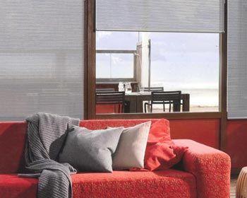 Cortinas Facette® para Living - Diseño innovador que permite disfrutar de la cantidad de luz o la privacidad deseada. / living room blinds curtains windows covering decoración ventanas salón sala