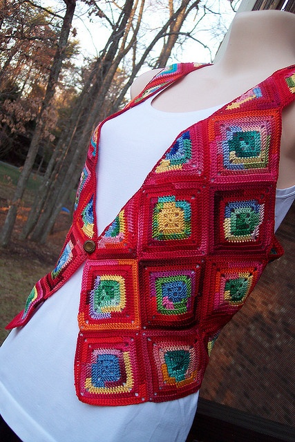 Red Granny Square Crocheted Vest by Dawn Sparks.  Free Pattern:  http://www.ravelry.com/patterns/library/red-granny-square-crocheted-vest