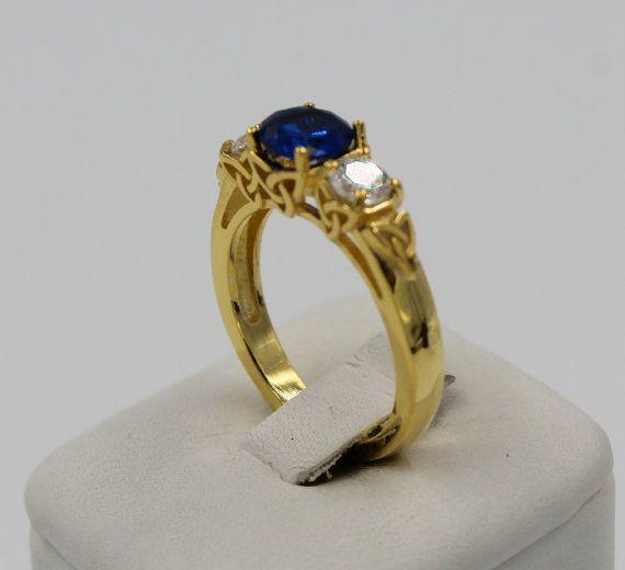 Blauwe saffier Celtic 3 steen geel gouden Ring door PlatinumClassics