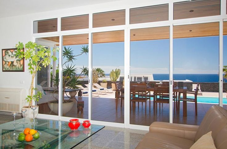 Villa Dois Mares is an attractive three bedroom Villa Holiday Rental with amazing views down to the sea.