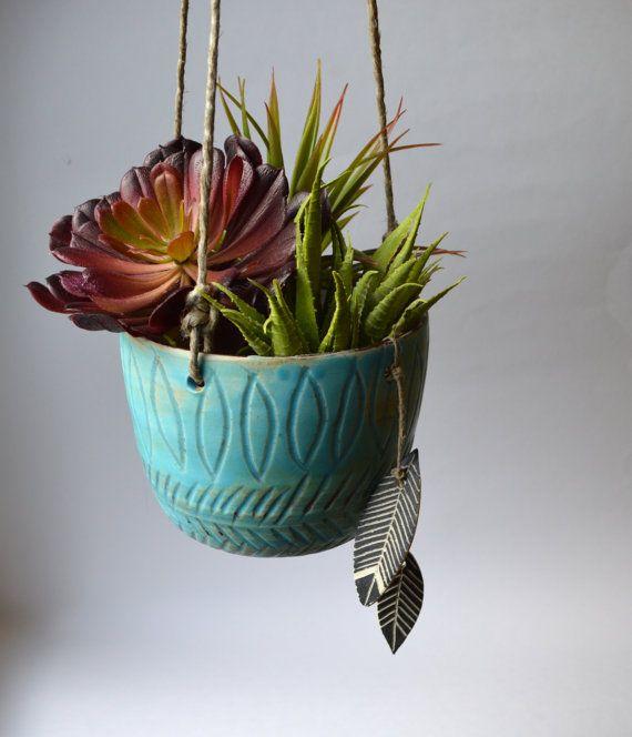 T I D E P O O L: colgante cerámica jardinera con encantos de pluma