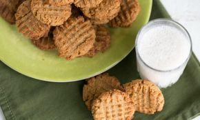 Fantastico biscoito low carb de pasta de amendoim feito com farinha de coco sem glúten. Aprecie-os como um deleite com um copo de leite de amêndoa ou de...