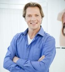 Al op jonge leeftijd weet Felix (1967) dat hij dokter wil worden. Hij studeert geneeskunde in Maastricht en besluit na zijn studie de opleiding tot orthopedisch chirurg te volgen.    Hij merkt dat hij de intensievere patiëntencontacten mist en besluit om toch huisarts te worden.    Felix werkt enige jaren als waarnemer en begint in 2005 samen met een drietal collega's een eigen praktijk in Amersfoort en vervolgens in 2007 ook in Tiel.