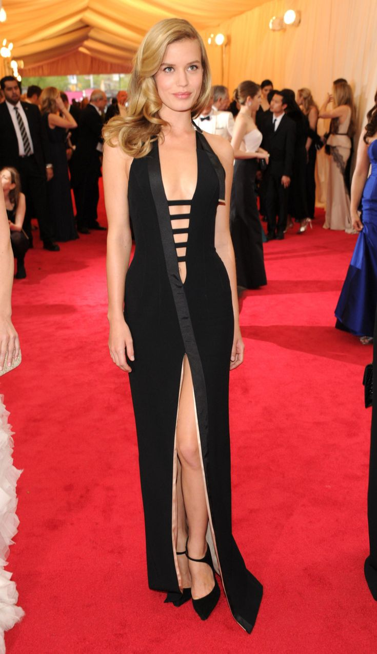Georgia May Jagger's deep-v, high-slit gown from Mugler by David Koma is wonderfully reminiscent of mom Jerry Hall's signature style from the '80s and 90s