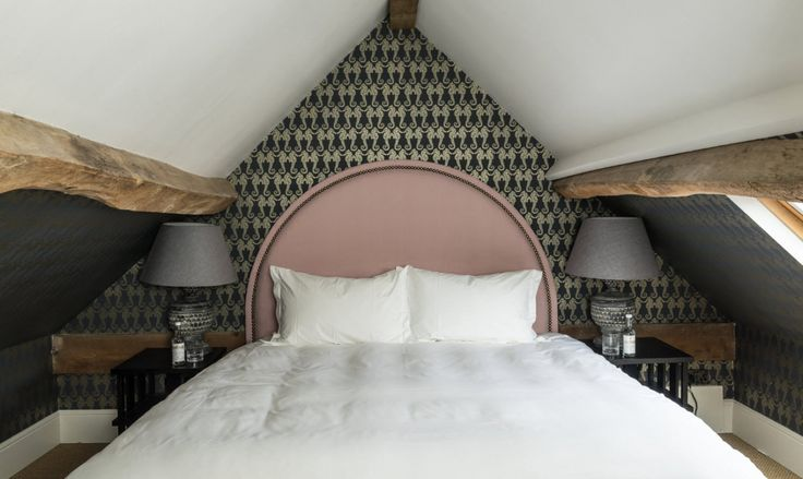 Credit photo: The Swan Inn #hoteluk #pubwithrooms #countryside #countrystyle #hoteloxfordshire #bonnesadressesoxfordshire  #hotspotsoxfordshire  #dormiroxfordshire  #wheretosleepoxfordshire #countryhotel