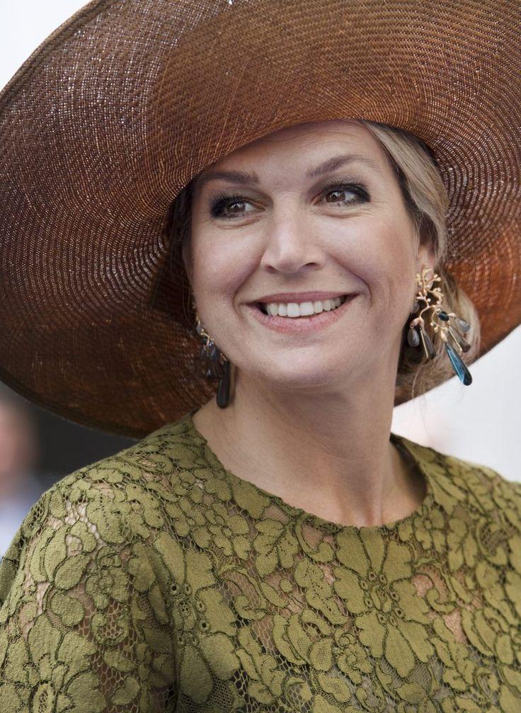 EINDHOVEN. Koningin Máxima was donderdagmiddag in Eindhoven. Ze opende daar de Nederlandse afdeling van de Amerikaanse denktank Singularity University.