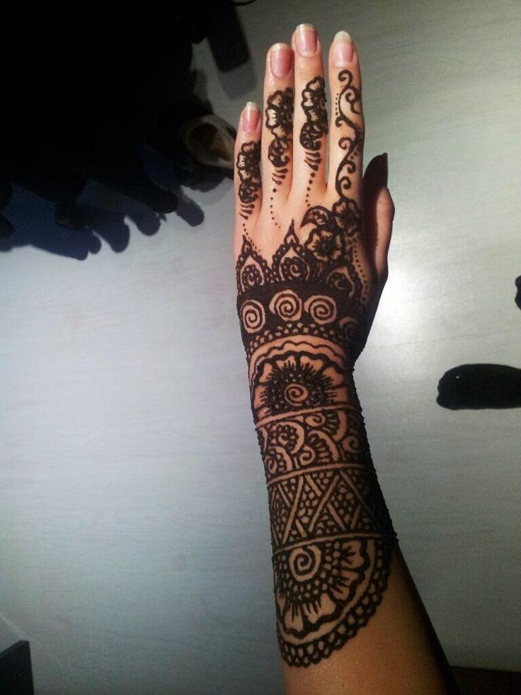 By me ! ^-^ #henna #design #mehndi #bodyart #tattoo #art #ilovehenna #arabic #creativity #blackhenna #skin #work