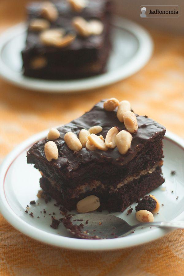 jadłonomia • roślinne przepisy: Wegańskie ciasto czekoladowe z musem fistaszkowym