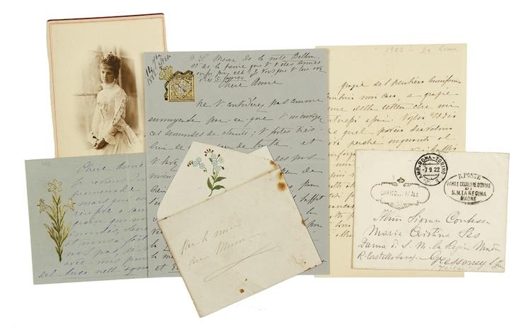 Asta 11 - Parte 1- Libri | Gonnelli Casa d'Aste - Margherita Maria Teresa Giovanna di Savoia  Insieme di 4 lettere e 1 brano in rima autografi firmati. Datati 1886-1922.