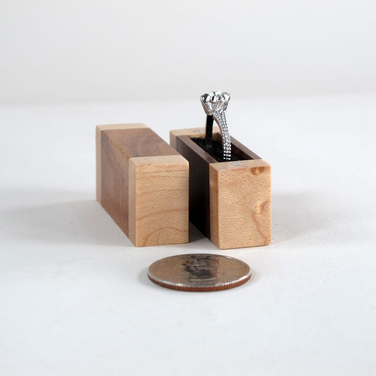 Tiny engagement ring box of acacia wood and birds eye for Cute engagement ring boxes