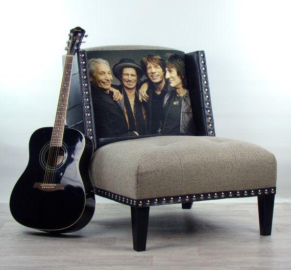 Te koop:  * nieuw de stoel van de Rolling Stones * bekleed met zwart echt leder en ontwerper getextureerde semi-vlakte weeft * afbeelding op hoogwaardige F/R mollevel fluweel * massief beuken houten frame, gelijmd, geschroefd & dowelled * duurzaam serpentine zetel springs * bekleding nagels in het chroom/nikkel afwerking * 10 jaar garantie Frame * professioneel met de hand gemaakt in onze werkplaats in UK  De volgende metingen zijn de externe maximale metingen van de hoogste, breedste en…