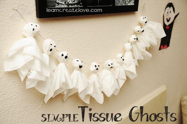 Spookjes van tissuer ( of van een stukje wit laken)  Hoofdje is gevuld met een propje papier, dan omwinden met een draadje=halsje
