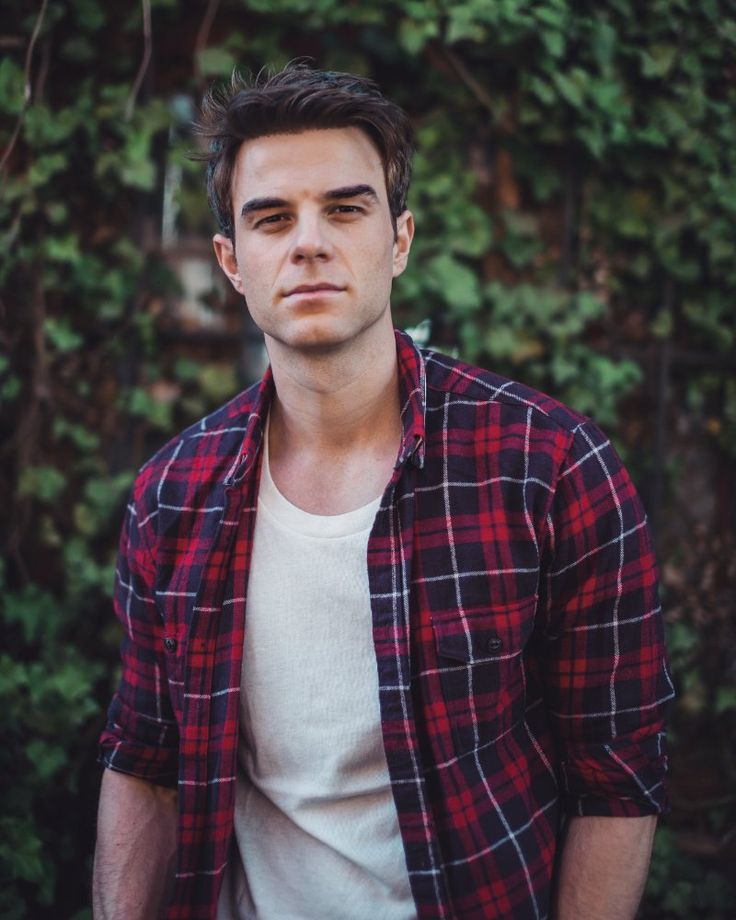 Nathaniel Buzolic photos, including production stills, premiere photos and other event photos, publicity photos, behind-the-scenes, and more.