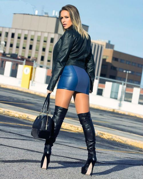 The Pictures Women In Mini Skirt Latex Are Very Sexy Hot -9882