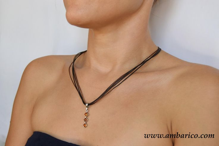 Gargantilla con colgante de plata y ambar báltico de www.ambarico.com por DaWanda.com