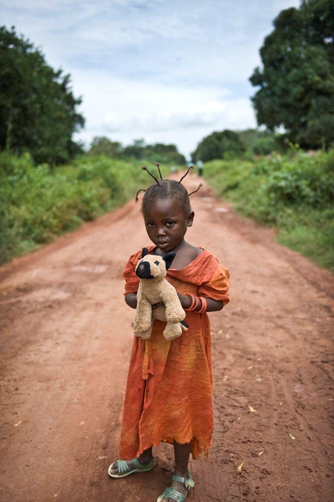 Vluchtelingenmeisje in de Centraal Afrikaanse Republiek. Foto: Sven Torfinn.: