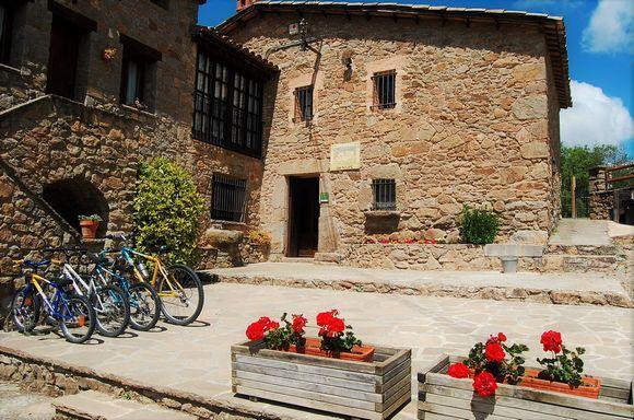 Barcelona Masia Bicicletas Gratis En Perafita Barcelona Casas De Veraneo Masia Salon Con Chimenea