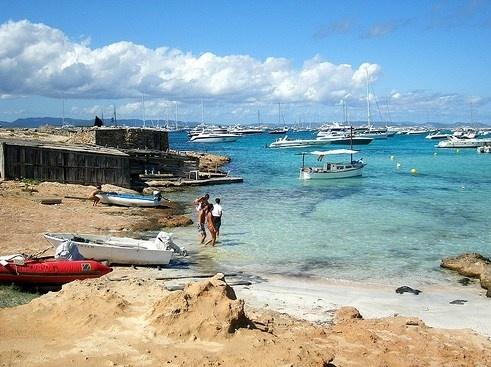 Formentera: i Caraibi nel Mediterraneo. Guida delle spiagge, gli hotel consigliati e i luoghi da vedere: Es Pujols e i ristoranti di Formentera. http://www.marcopolo.tv/spagna/formentera-guida