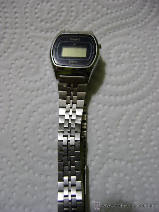 Nostalgia de mi reloj. Nunca me acostumbre a tener uno en la muñeca.