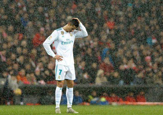 El Madrid no aprovecha el pinchazo del Barcelona -  En una de sus noches más decepcionantes de la temporada, el Madrid no aprovechó el tropezón del líder y fue incapaz de vencer al deprimido Athletic, un equipo menor hoy por hoy, angustiado por la clasificación y por el mazazo de la Copa ante el Formentera. El equipo que había ganado 13 partidos ... - https://notiespartano.com/2017/12/02/madrid-no-aprovecha-pinchazo-del-barcelona/
