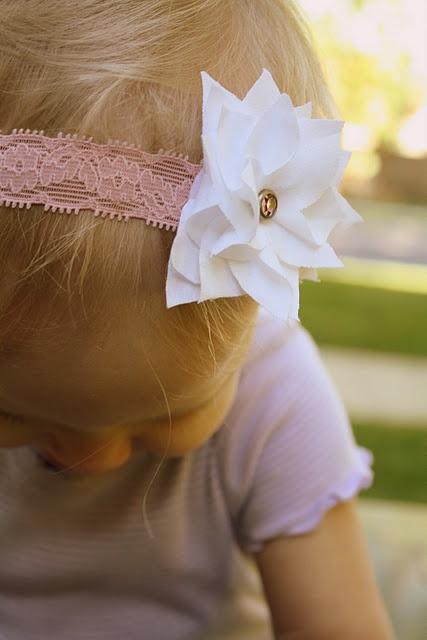 flower tutorial: Flowers Hair Bows, Flowers Headbands, Clothing Flowers, Stars Flowers, Fabrics Poinsettia, Fabrics Flowers, Poinsettia Tutorials, Flowers Tutorials, Bows Ideas