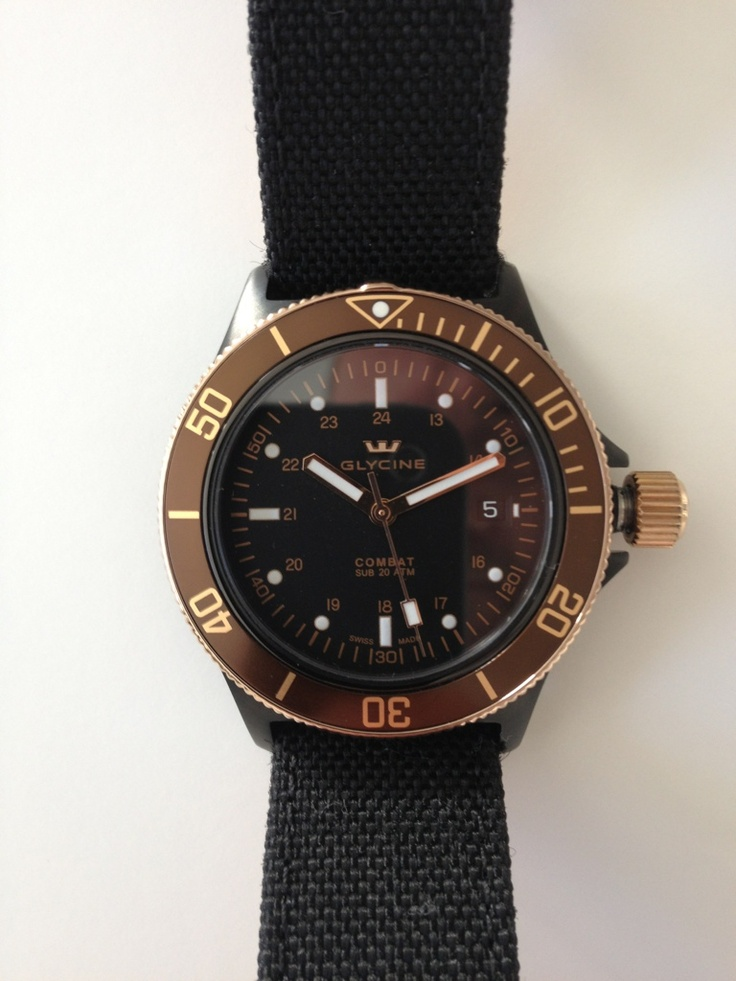"Coin des Affaires - Glycine Combat Sub ""Golden Eye""."