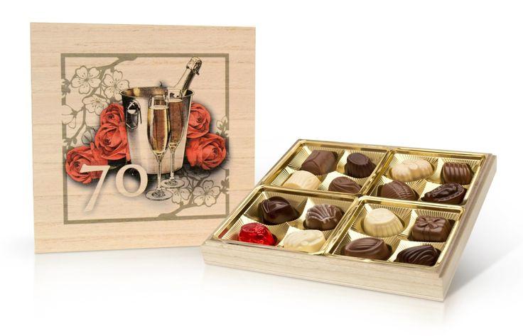 Popřejte svým blízkým sladkým dárkem - kvalitní belgickou bonboniérou v krásné dřevěné dóze.  Ideální je také jako dárek k výročí. Výborný způsob, jak své drahé polovičce sdělit, že je pro vás důležitá.