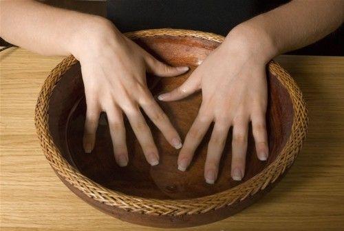 Come limare le unghie per ottenere la forma unghie desiderata?Guida semplice e sintetica per ottenere unghie quadrate,unghie ovali ed unghie a punta.