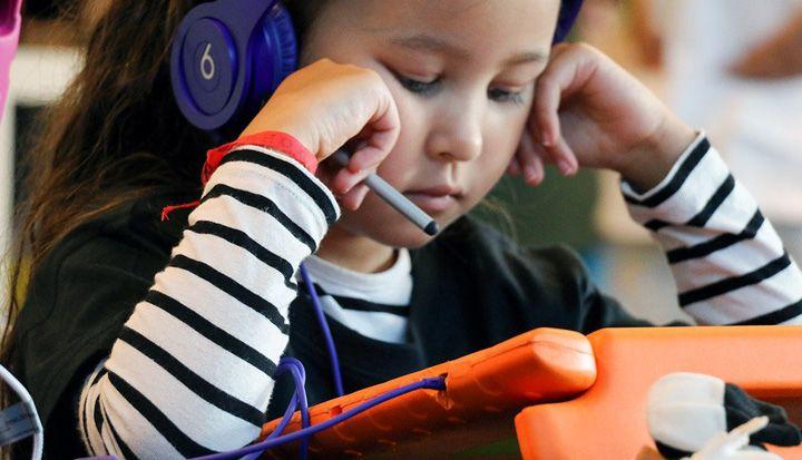 Zoals je in onze documentaire Class of 2015 al kan zien is mobiele technologie omnipresent. Thuis, op school of in de klas wint de tablet aan populariteit. Leuk om op te spelen, maar ook handig om te leren. Aan deze 12 educatieve apps voor tablet en smartphone beleven jij en je hersenen groots plezier.
