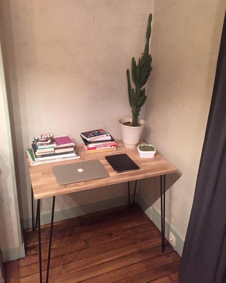 Joli coin de travail avec un bureau réalisé avec des hairpin legs ripaton.