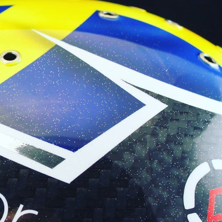 Closeup of ...?? #helmetpaint #helmetdesign #liverydesign #swedenflag #sweden #glasurit #basfrefinish #bellhelmets #bellhelmetsusa #chrome #krom #carbon #kolfiber #iwata #averydennison #3MTape #TesaTape #JTape