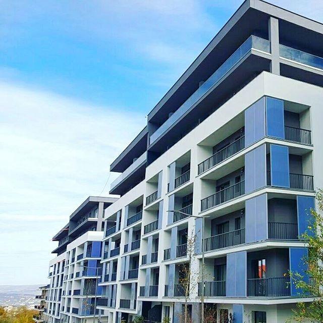 #tbt În iulie 2015, am început construcția imobilelor M4 si M5. Ambele au fost finalizate iarna aceasta, iar proprietarii au intrat deja în posesia apartamentelor ❤️😉 #sophiaresidence  #Regram via @sophiaresidence