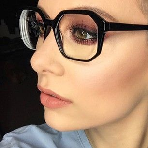 The bigger the frame, the more room you have to work with. | 11 Important Makeup Tips For Any Girl Who Wears Glasses