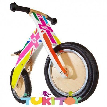 Bicicleta aprendizaje de madera Kiddimoto Rainbow Union Jack Kurve #Kiddimoto  #bicicletas #sinpedales de madera #Kiddimoto son perfectas para el #aprendizaje. Estas #bicicletas desarrollan la #motricidad gruesa, el sentido del #equilibrio y la #coordinación. Les enseña a controlar el espacio aumentando su autoconfianza y #seguridad. Fabricada en madera resistente y ligera a la vez permitirá al #niño desplazarse sin mayor dificultad, el sillín es regulable a distintas alturas
